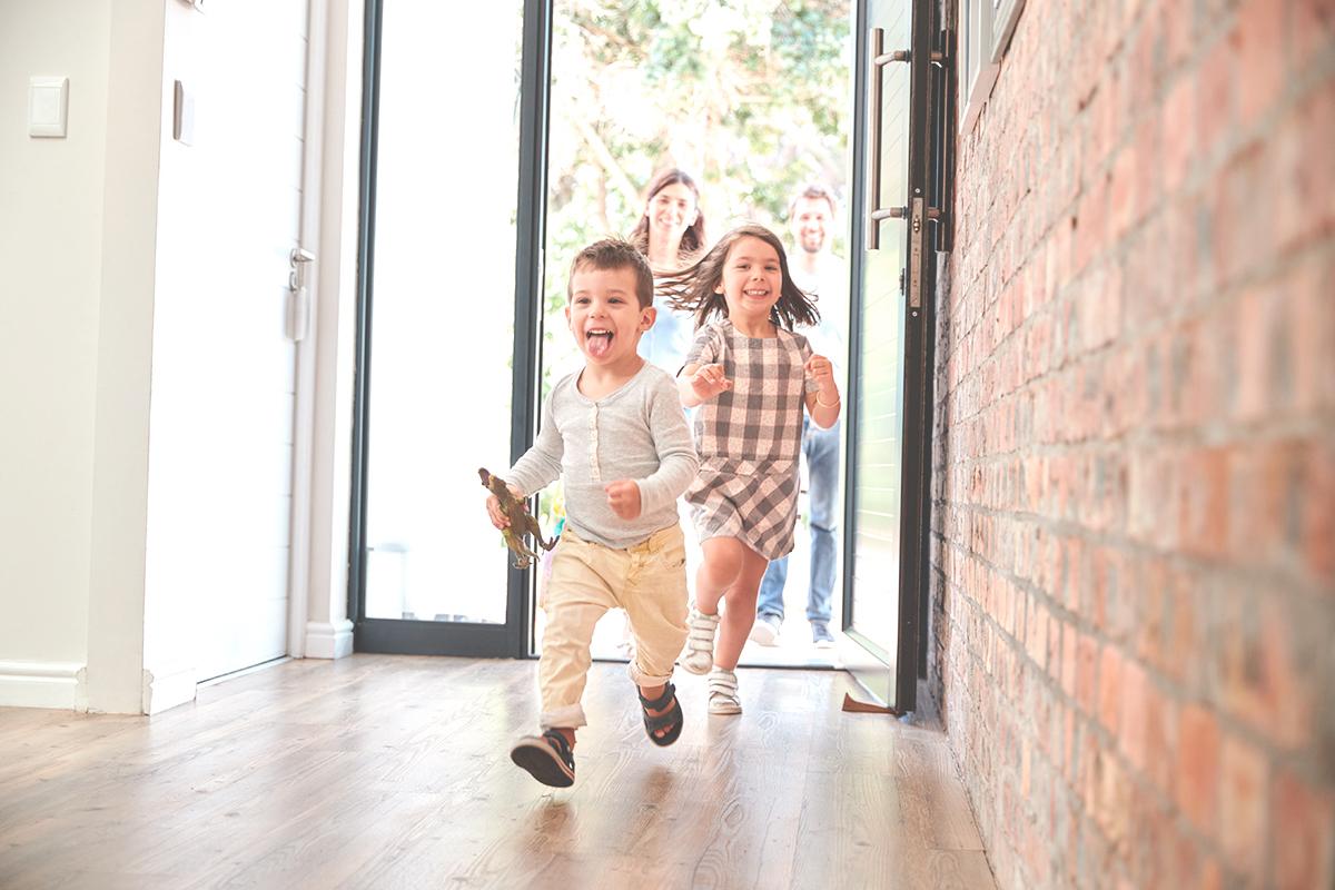 nueva casa construccion familia feliz tecnicos sl